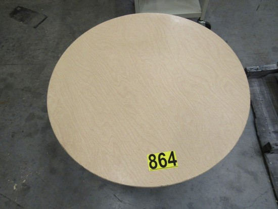 "30"" Round table & 1 chair"
