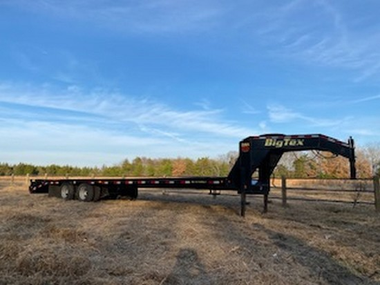 2017 Big Tex 22GN 28' w/5' dovetail