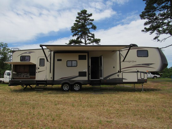 2015 Forest River Wildwood 5th Wheel Camper