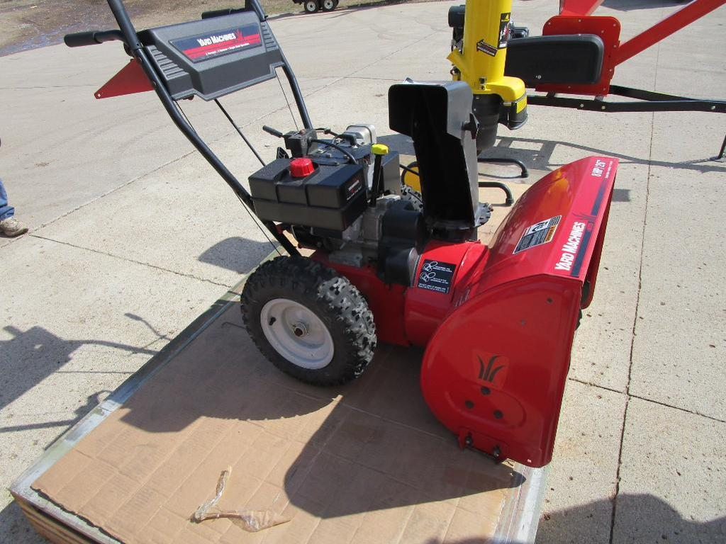 Yard Machines MTD 8 hp Snow blower w/electric start