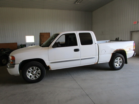2005 SLE Z-71 Chev ½ ton pick up, 4 x 4, extended cab, short box, new tires, cloth seats, 249,875 mi