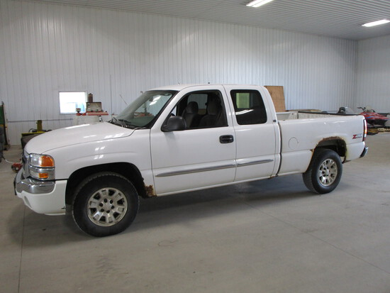2005 SLE Z-71 Chev ½ ton pick up, 4 x 4, extended cab, short box, 254,000 miles