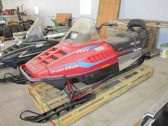 1995 Polaris 500 cc, Indy GT wide track snowmobile