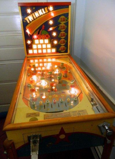 RARE, 1939 Baker Novelty Twinkle Pinball Machine Game