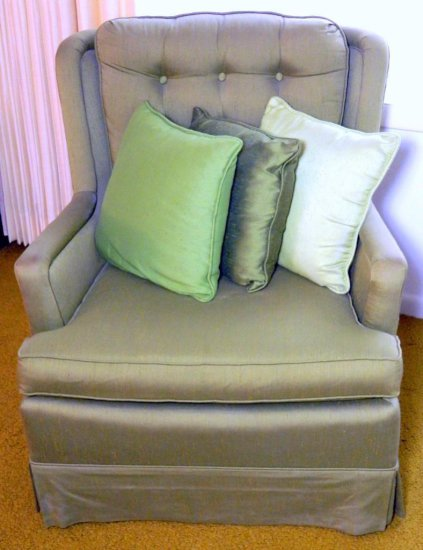Century Furniture Co. Green Comfortable Chair with Three Pillows