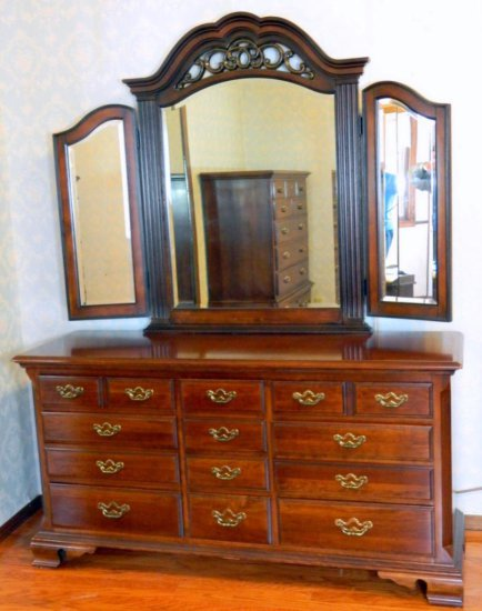 Four (4) Piece Beautiful Bedroom Set, Including Thomasville