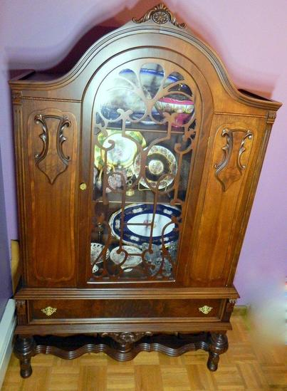 Arched China Cabinet with Glass Door and Drawer
