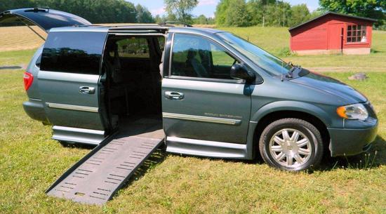 2007 Chrysler Town & Country Touring Package, Braun Entervan Conversion