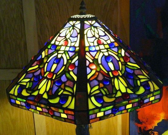 Tiffany-style Glass Shade Table Lamp