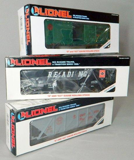Lionel Southern Pacific and Reading Hoppers and Boxcar