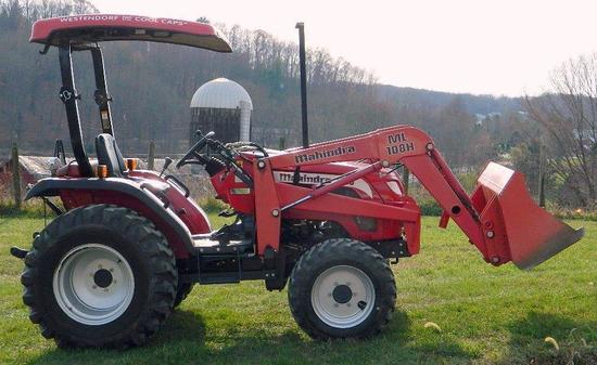 Mahindra 2810 HEMI HST Agricultural Tractor, Only 525 Hours