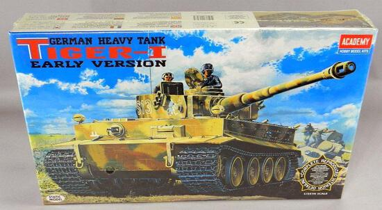 Academy Hobby Model Kit: German Heavy Tank Tiger-I Early Version