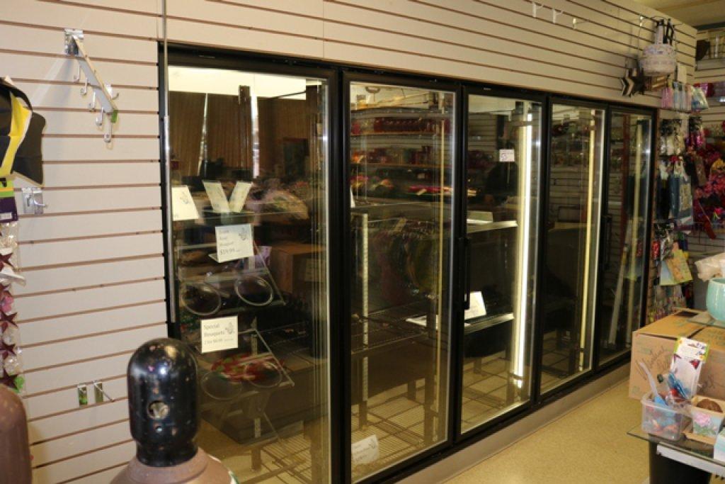 2005 Bush 9' x 19' Walk in cooler w/ 5 glass door floral merchandiser w/ do