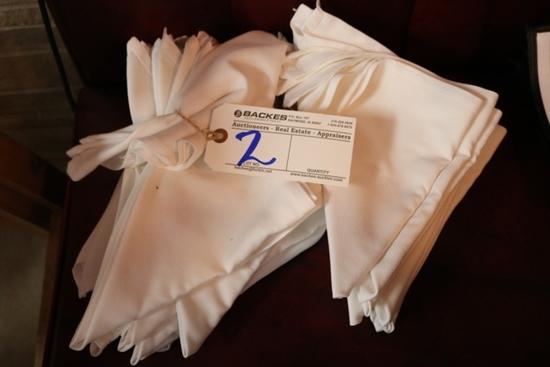 White cloth napkins