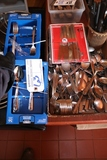 Box of knifes, tea spoons, forks & soup spoons
