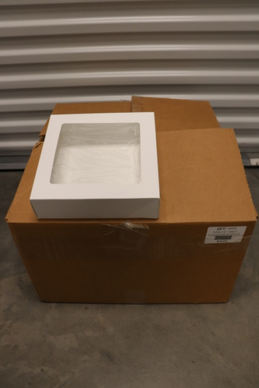 QCC White 9 x 9 x 2 1/2 - 4 corner box with window - 1/2 case