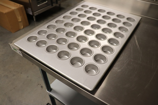 Focus 905255 18 x 26 mini muffin pan - 48 count