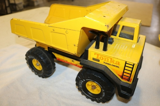 Tonka dump truck - some rust showing in bucket