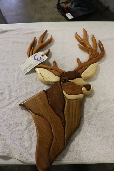Wood decorative deer head -1 antler is loose