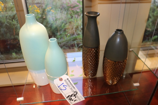 All to go - 2 Pairs of vases