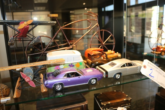 All to go - Cars, planes, & bicycle décor