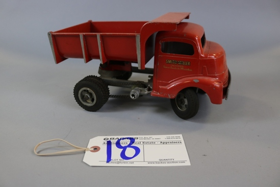 "12"" Smith Miller red hand crank dump truck w/ chain drive - Drive D"