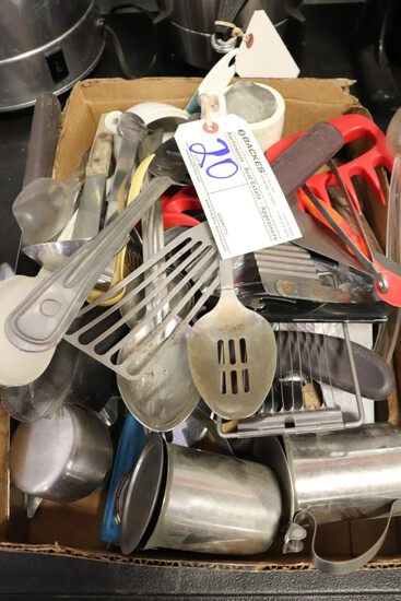 Box to go - Misc. kitchenware's - measuring cups, creamers, spoons & more