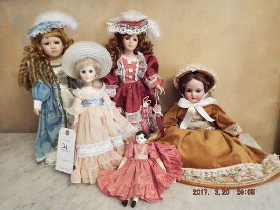 Group of 5 dolls