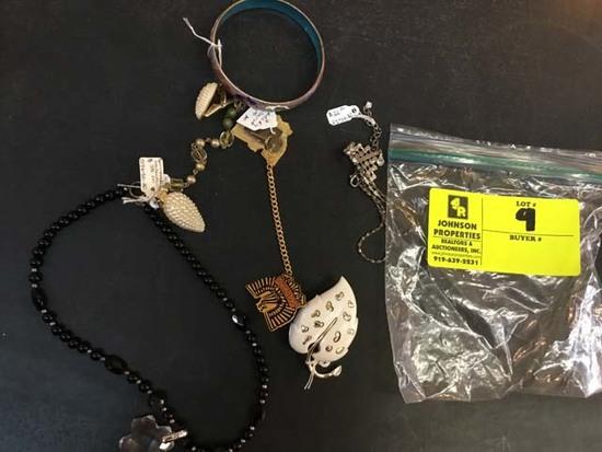 Bag of Fashion Jewelry, Miscellaneous Pieces (Necklace, Bracelet, Pin, etc)