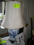 Ginger Jar Style Oriental Designed Vase on Wooden Stand Table Lamp