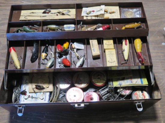 Vintage outing tackle box w/fishing lures & tackle - Heddon, LeMaster & Sch