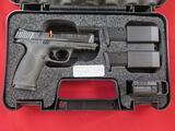 S&W M&P 40 Carry & Range Kit .40S&W semi auto, 3-15rd mags, SKU 209330-NIB~