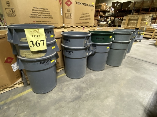 RUBBERMAID BRUTE GARBAGE CANS