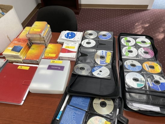 LARGE LOT CONSISTING OF COMPUTER SOFTWARE
