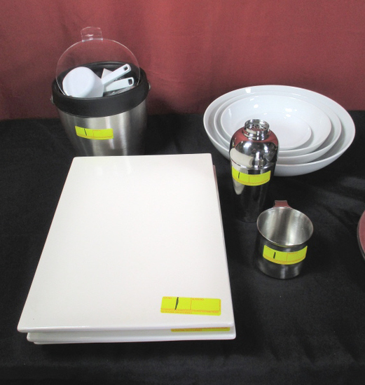 LOT CONSISTING OF KITCHEN AND BAR ACCESSORIES