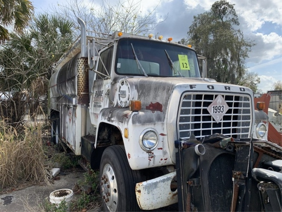 1978 FORD FUEL TANK WAGON WITH CATERPILLAR 3208