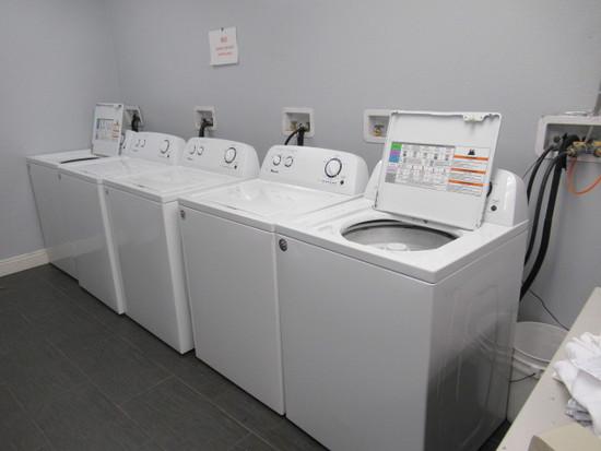 Amana Laundry Washer, S/N C73133561