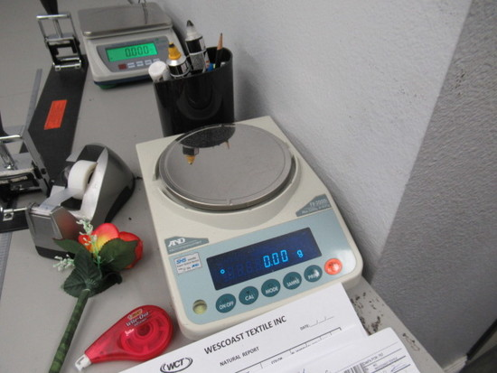 AND 2,200 Gram Capacity Digital Scale, Model FX-2000i