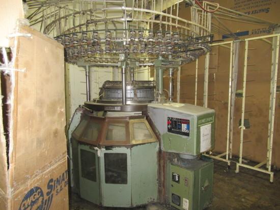 Keum Yong Machinery Co. 26 in Knitting Machine, Model KM-4WV4T, S/N 000317-2 Year 2000), 20 Cut, 104