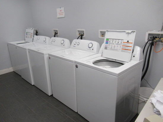 Amana Laundry Washer, S/N C73133108