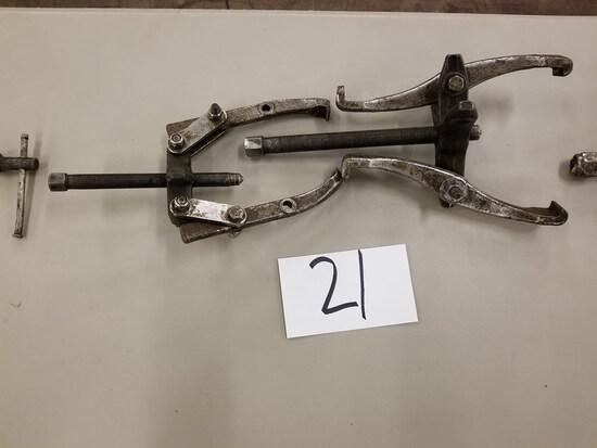 Lot - (2) Manual Bearing Puller (Located in Alma, GA)
