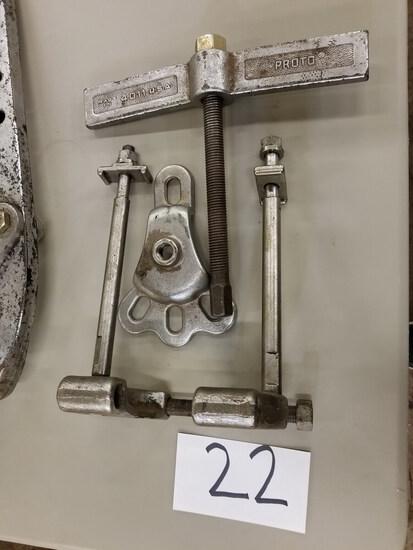 Manual Bearing Puller (Located in Alma, GA)