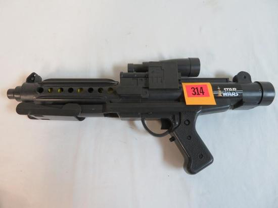 Vintage 1978 Star Wars Large Battery Op Blaster/ Laser Rifle
