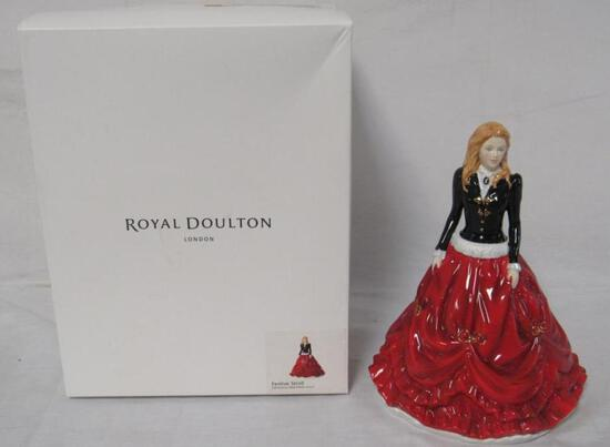 """NOS Christmas Day 2017 Royal Doulton """"Festive Stroll"""" Fancy Lady Figurine MIB"""