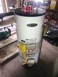 Whirlpool 30 gallon gas water heater (like new)