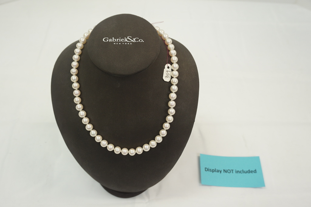 Fresh Water Pearls (8-9mm) w/14kt Clasp