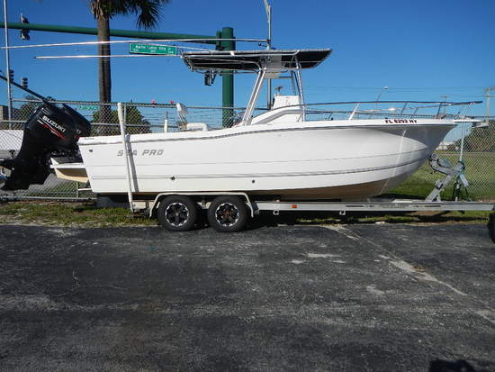 2003 SEAPRO 25 CENTER CONSOLE BOAT WITH TRAILER
