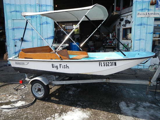 1977 BOSTON WHALER 11' SKIFF BOAT WITH TRAILER