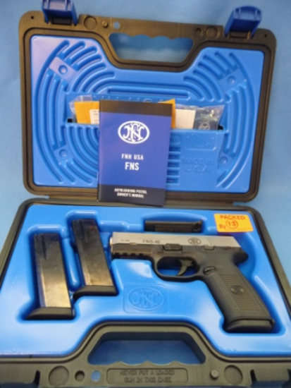 FNH FNS-40 PISTOL .40S&W w/NIGHT SIGHTS, CASE, MANUAL, & (3) MAGS NEW IN BOX