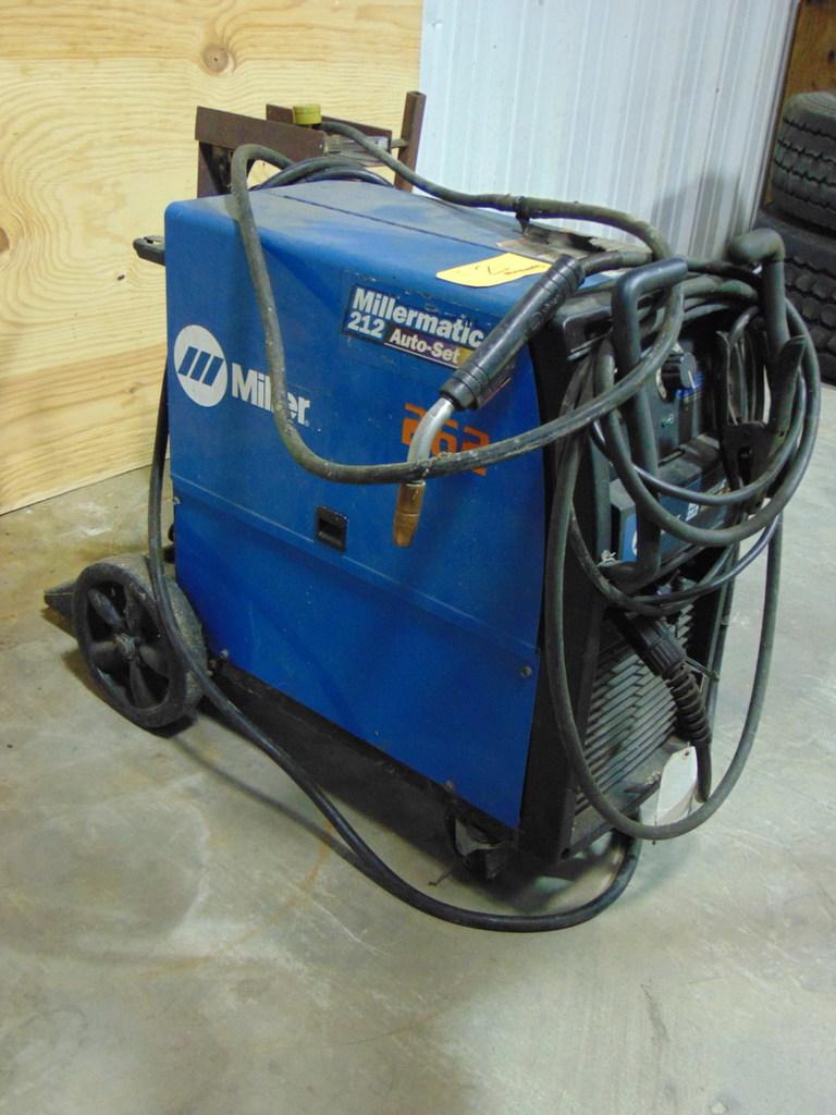 Miller 212 Welder 200/230V, 31/28A,PH1,60HZ,5.2KW S/N MC233534N